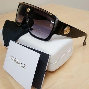 Gorgeous Authentic Versace OcchialiGold Sunglasses